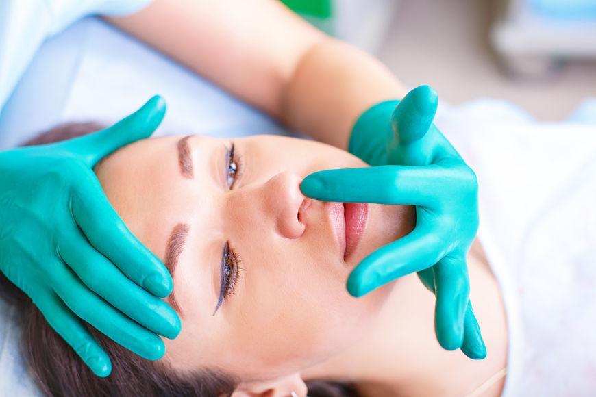 ¿Cómo limpiar la nariz tras una rinoplastia?